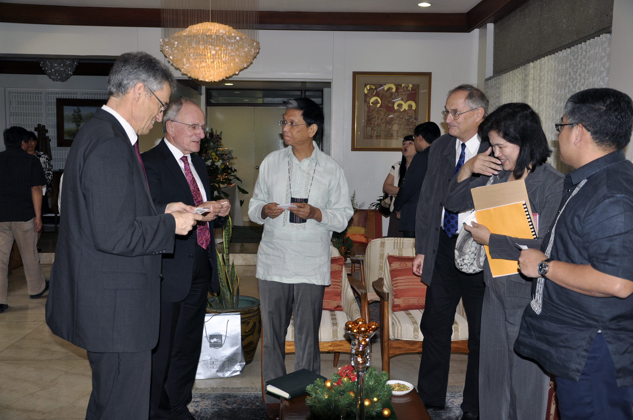 Prof. Kappel (third  from right) and representatives of the University of the Philippines and from ASEA-UNINET Austria, 2010 © Prof. Hartmut Kahlert, Graz University of Technology